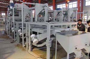 Foxnut dehulling and separating equipment